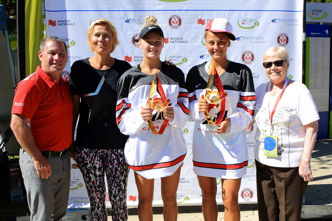 Doris Gagné de Repentigny et l'Ukrainienne Marta Kostyuk pendant le tournoi des Internationaux de tennis junior Banque Nationale 2017